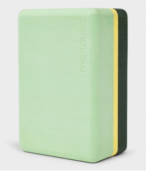 Блок для йоги Manduka Recycled Foam Yoga Block 23*15*10 см - Green Ash